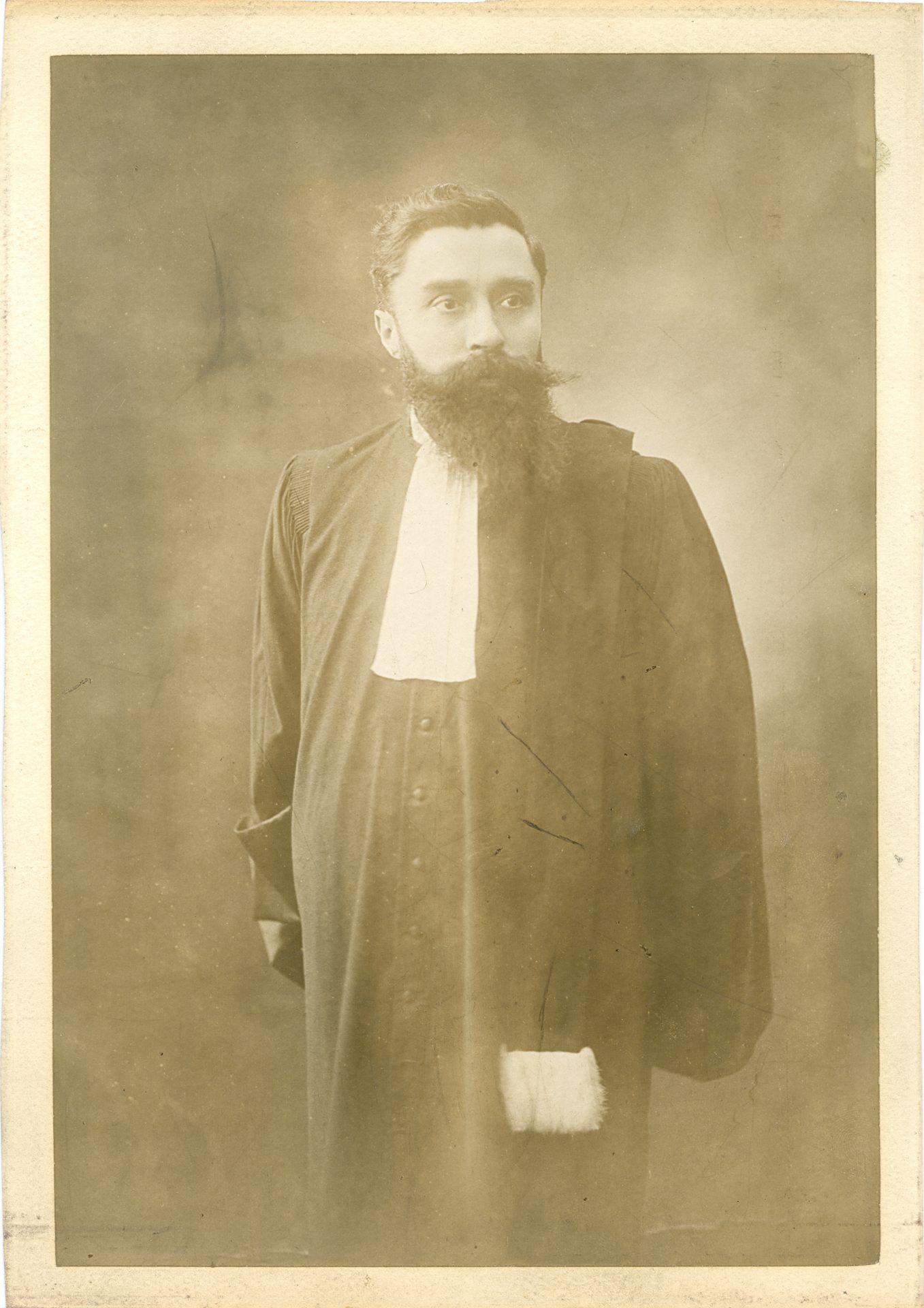 Portrait d'Alexandre Varenne, sans sa toque d'avocat. Crédit: Henri Manuel, Paris