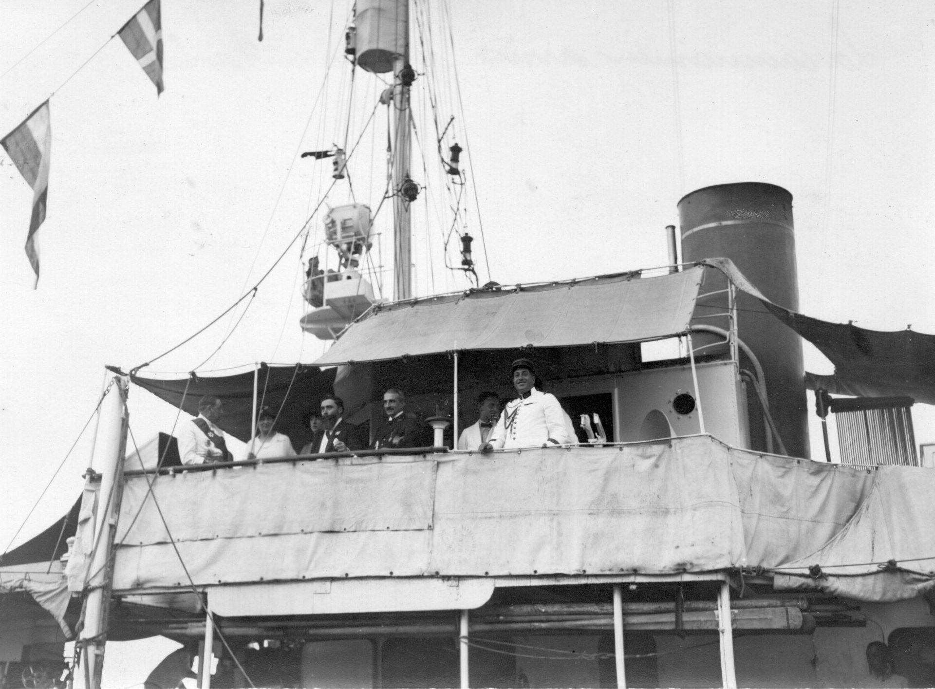 La cannonière arrive à Pnom-Penh