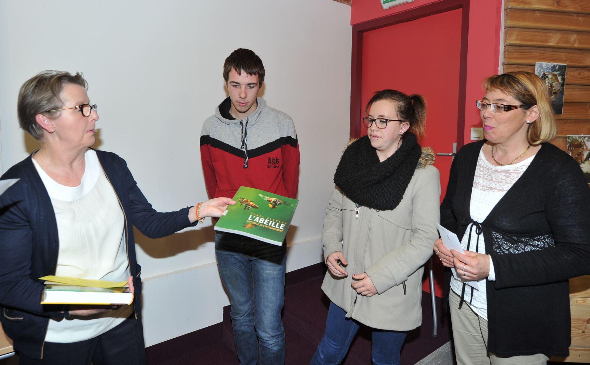 Edith Caillard, Présidente de La Montagne, remet le 1er Prix Lycée agricole de Montluçon