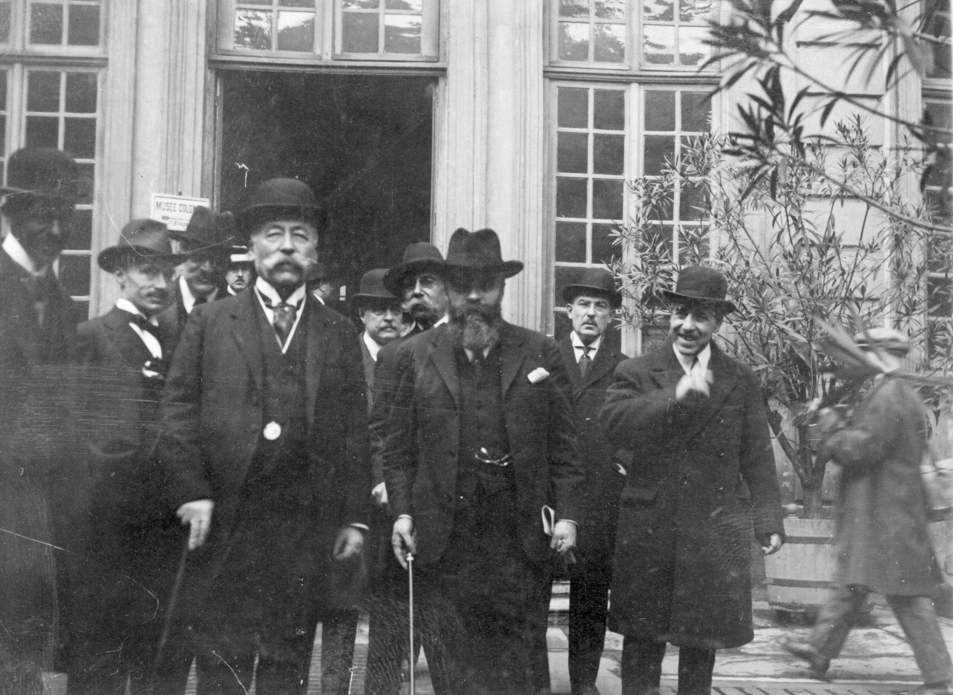 Lyon, le 20 Octobre 1925 - Alexandre Varenne, gouverneur général de l'Indochine quitte le musée colonial de Lyon - Cliché Le Ngoc Thien
