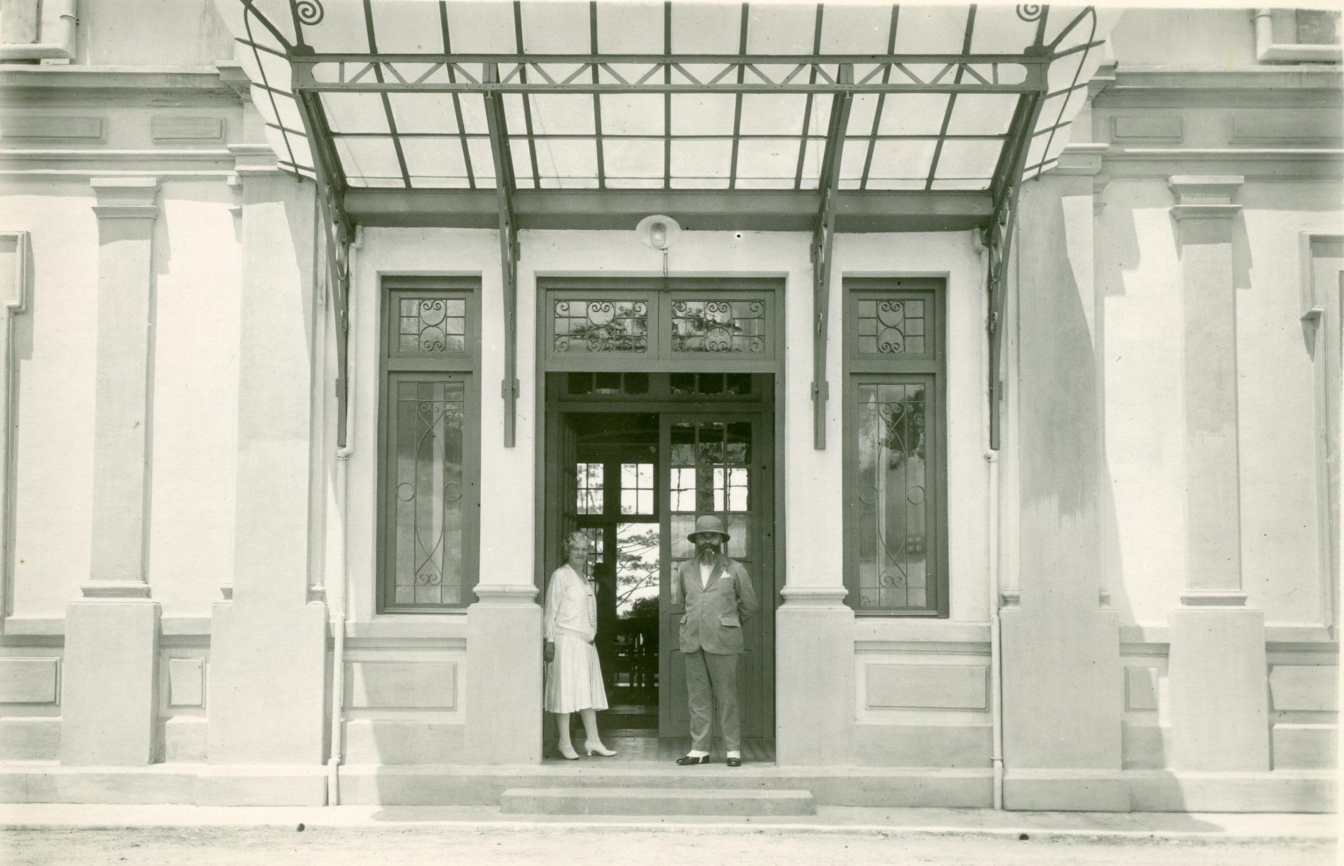 Devant la villa de Dalat - Octobre 1927