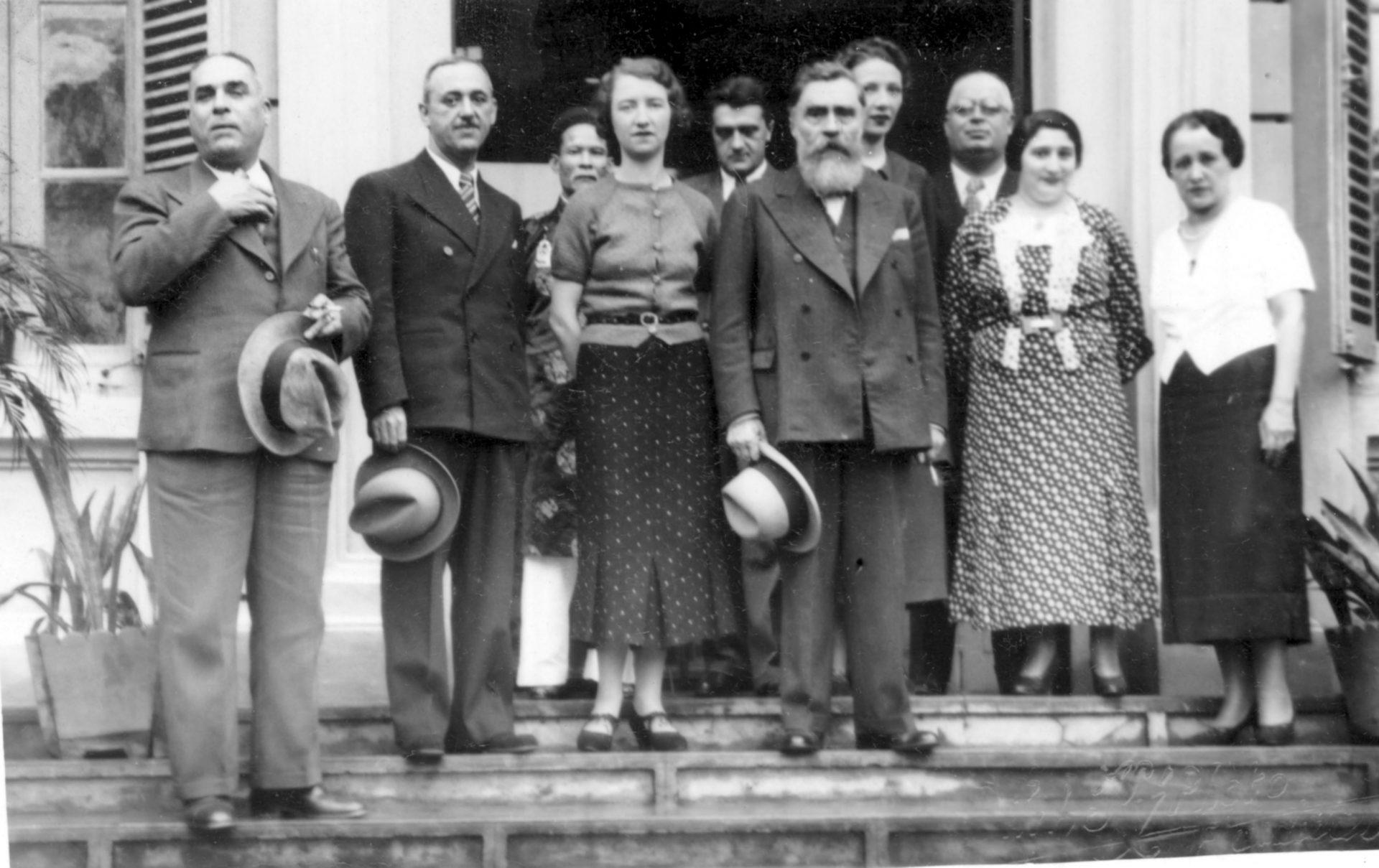 Alexandre Varenne au milieu, à sa droite Marguerite