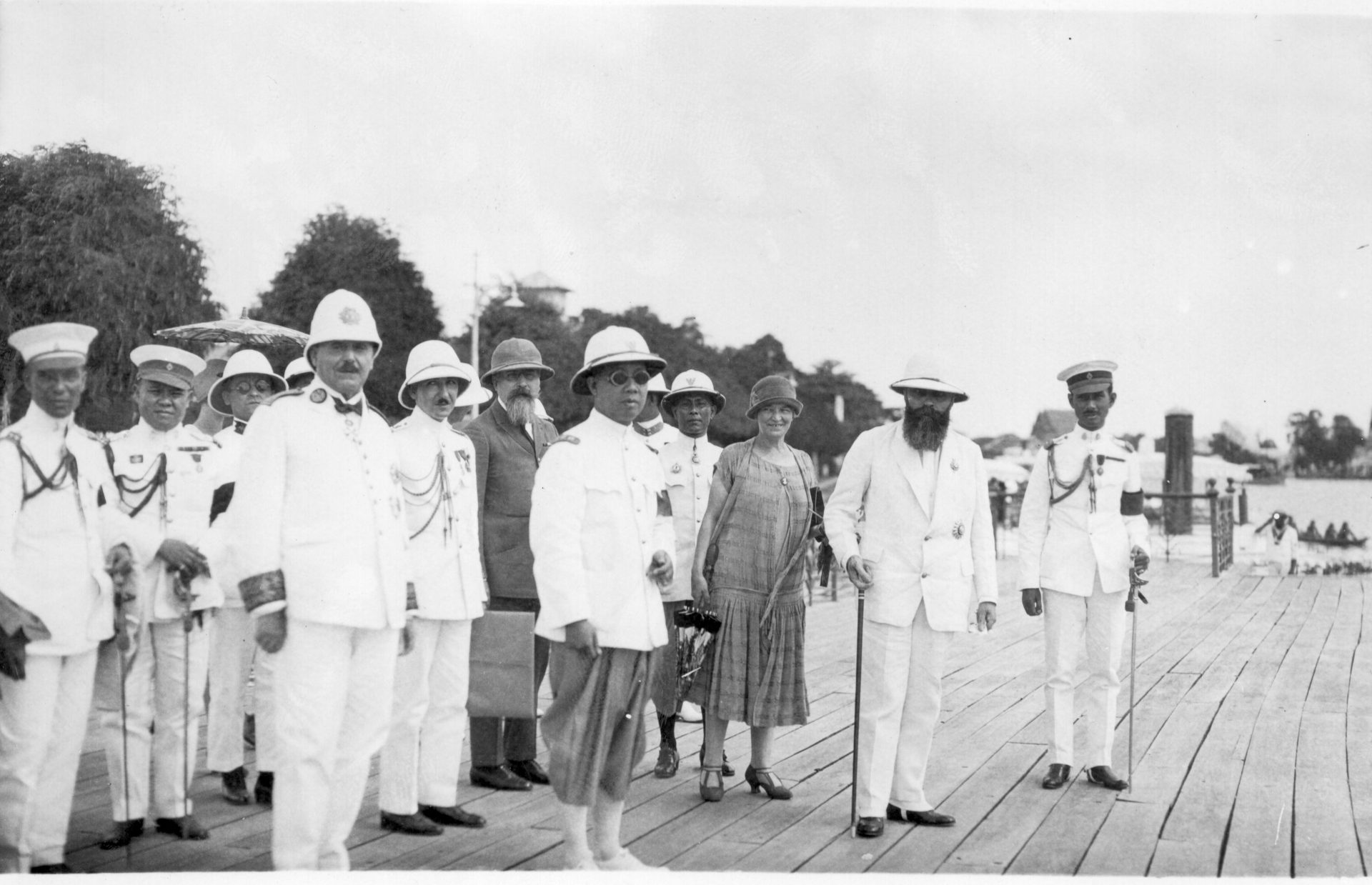 Alexandre Varenne à Bangkok, Août 1926 - 2ème en partant de la droite