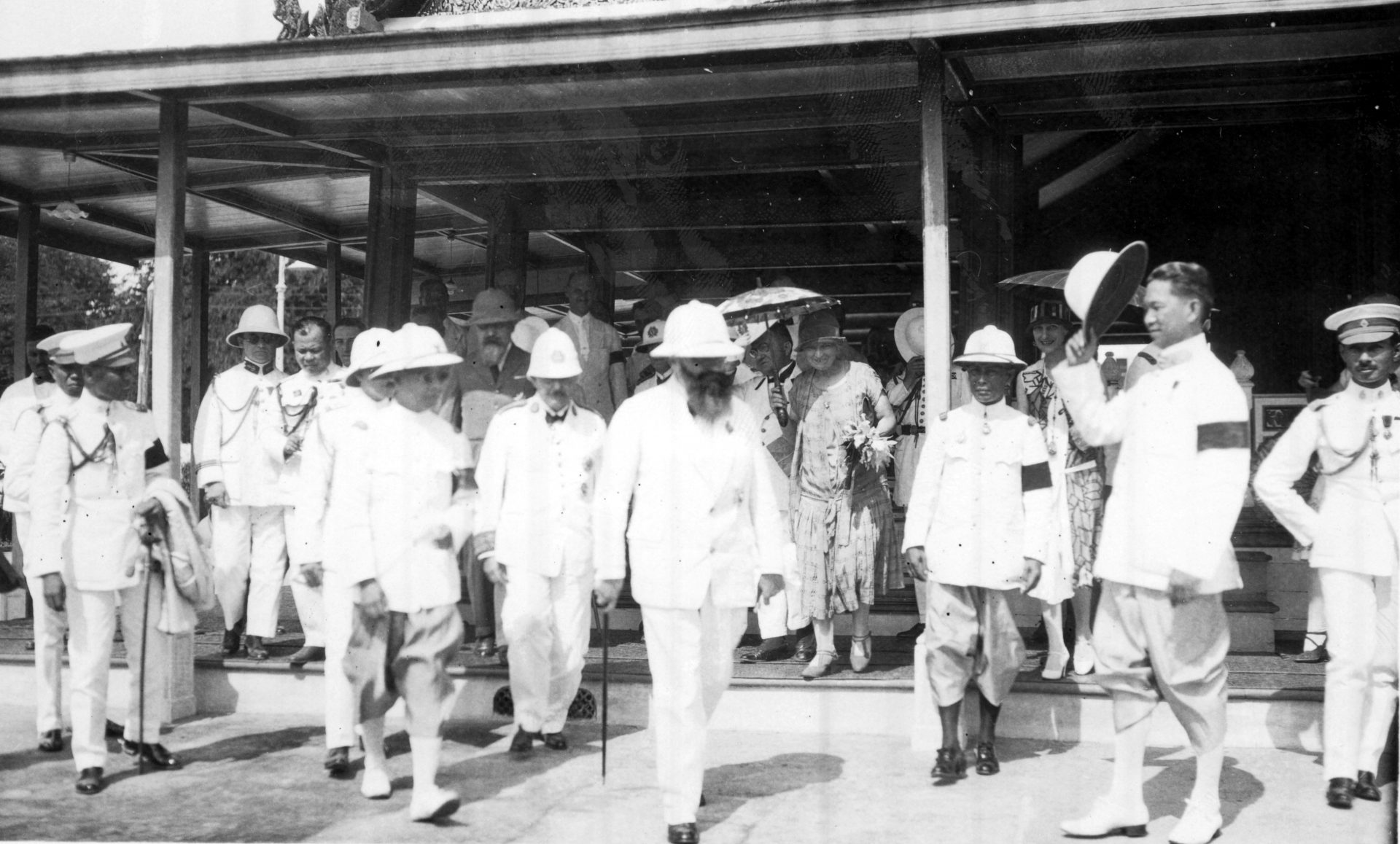 Alexandre Varenne, au premier plan au milieu - Bangkok, Août 1926