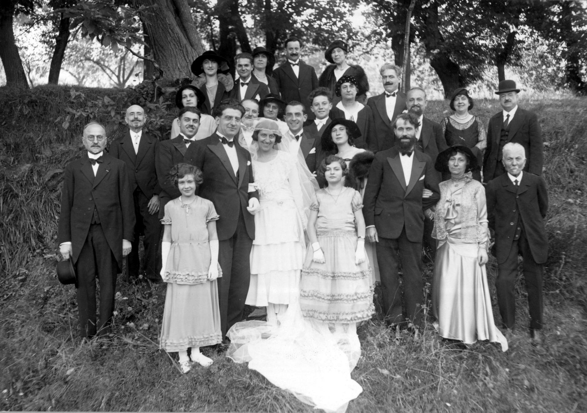 Photo de mariage - Crédit: André Marcel, 6 rue du Port, Clermont-Ferrand