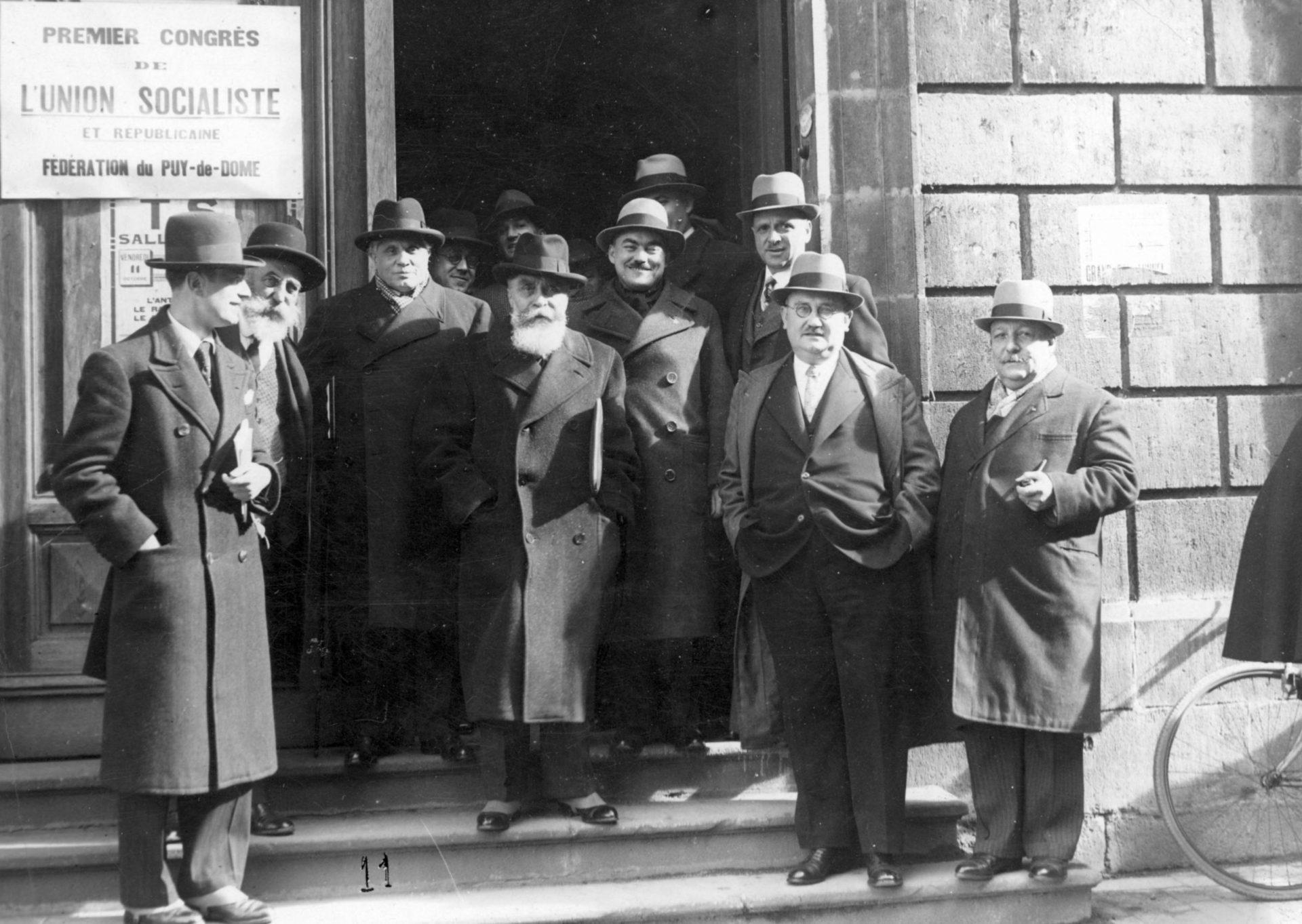 Premier congrès de l'Union socialiste et républicaine, Fédération Puy-de-Dôme. Possiblement prise devant la salle Gaillard, Clermont-Ferrand, le vendredi 11 Octobre 1935. Crédit: Léon Gendri