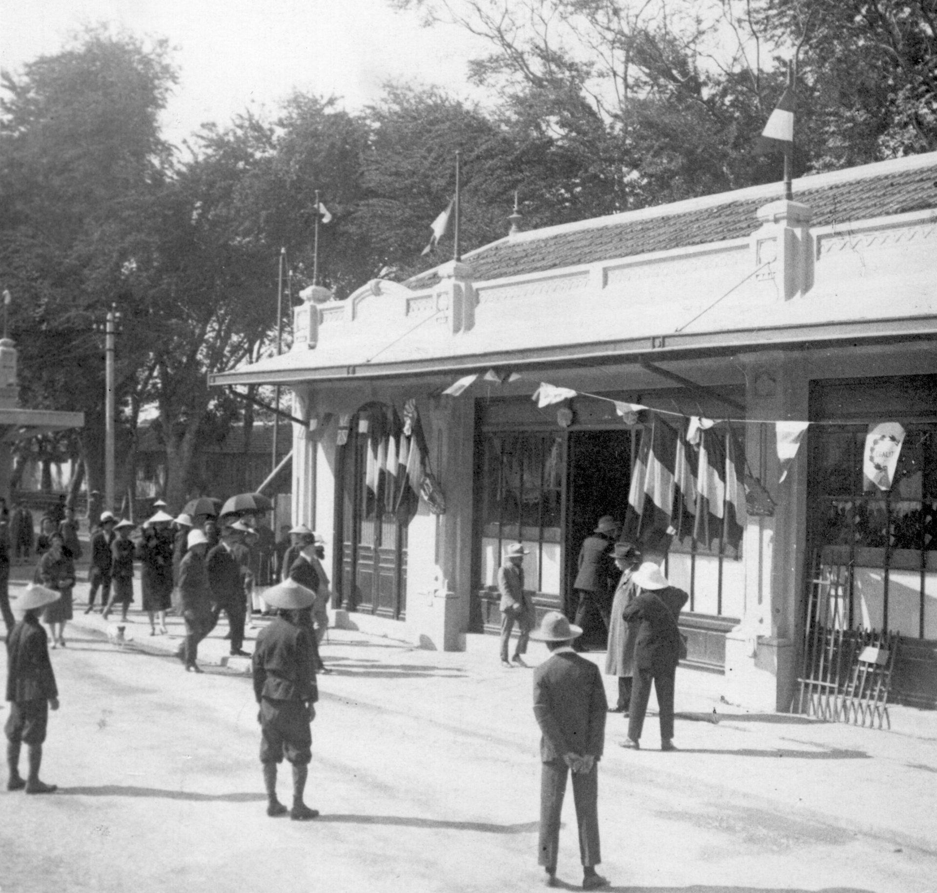 Alexandre Varenne en visite à la foire de Hanoï - 08 Décembre 1925