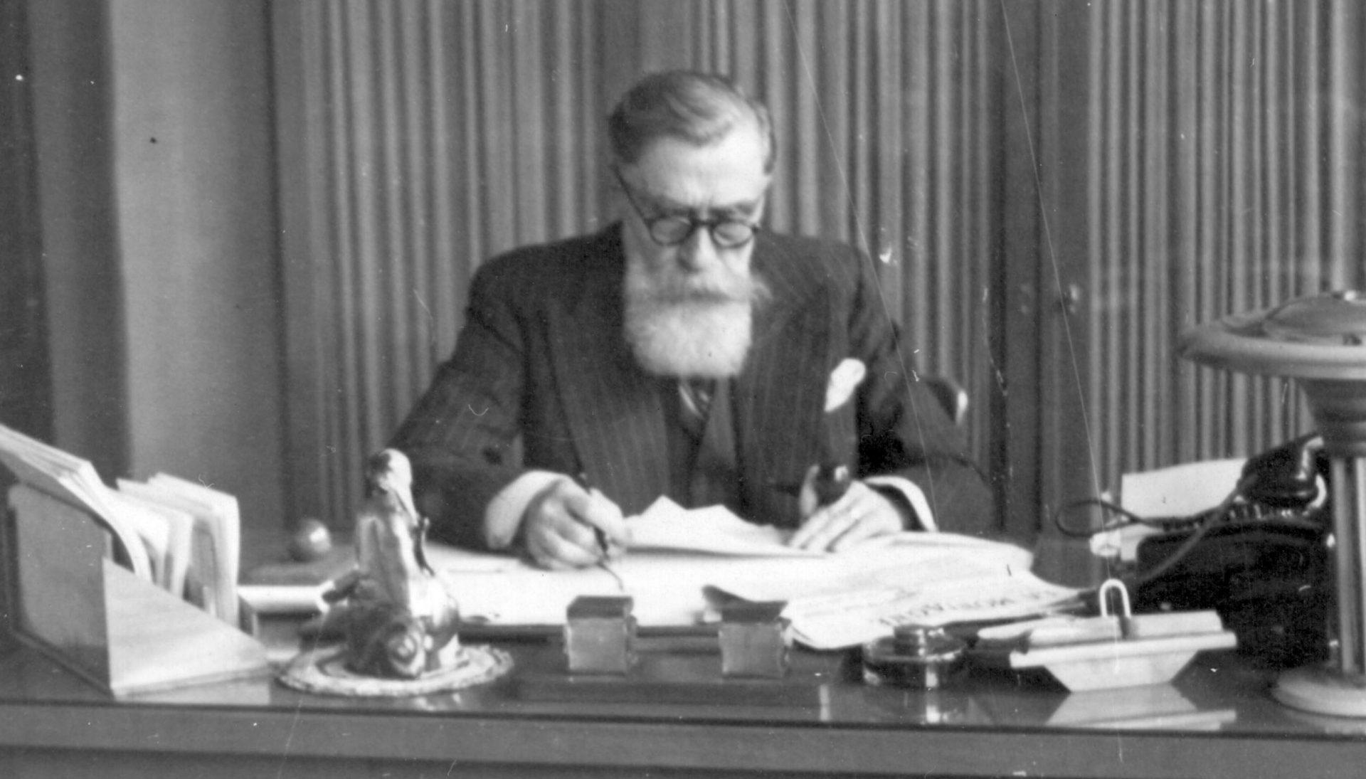 Alexandre Varenne à son bureau de travail 03