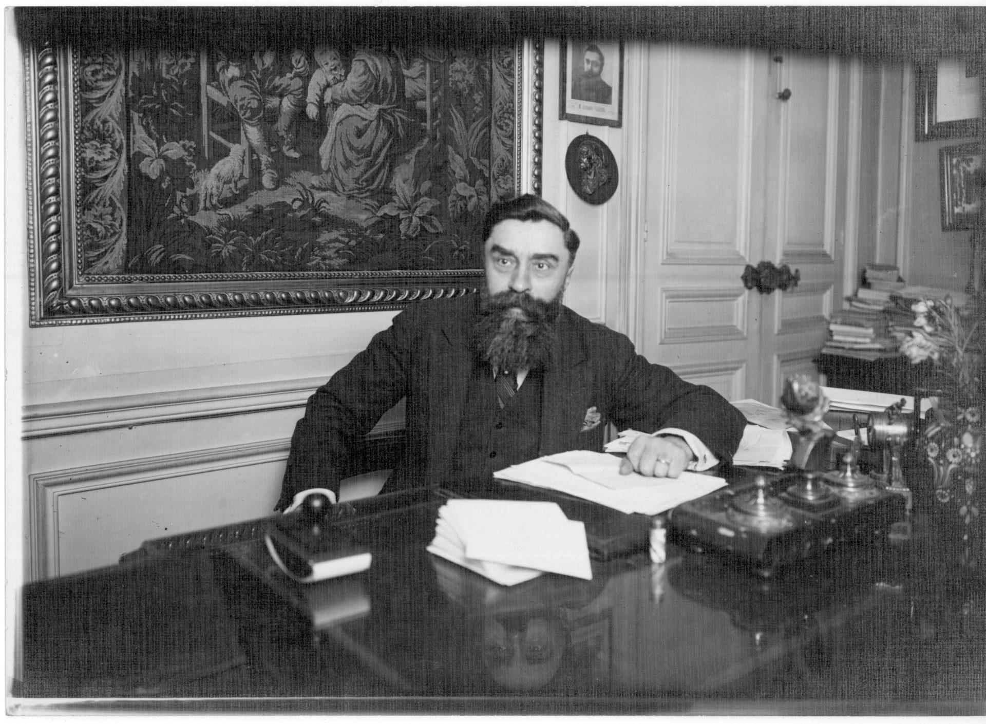 Portrait d'Alexandre Varenne - Décembre 1933 - Cliché Information Illustrée. Crédit: A. Harlingue, Paris