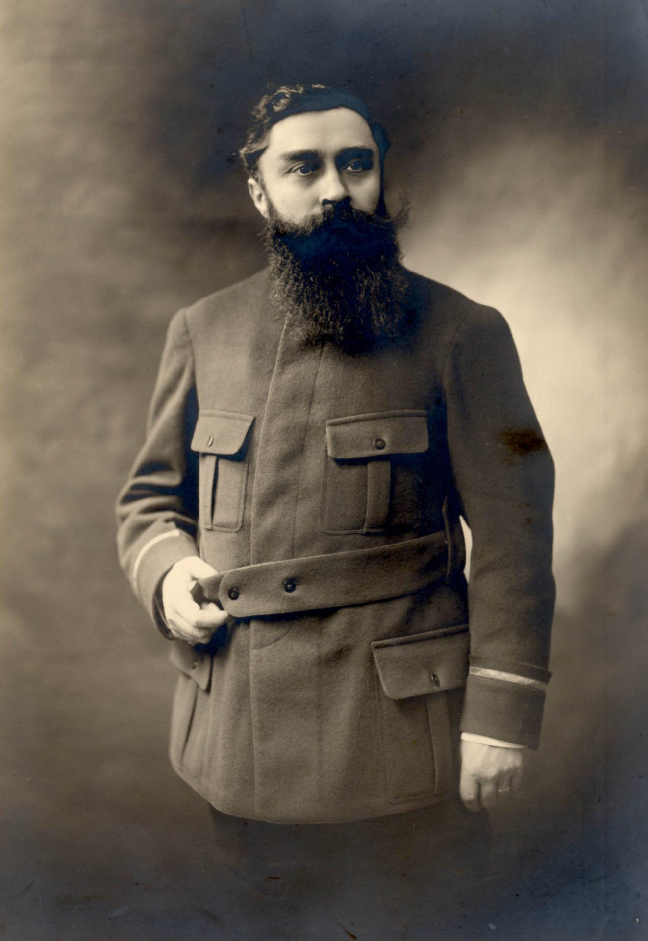 Varenne en costume militaire, sans référence à un régiment. Crédit: Henri Manuel