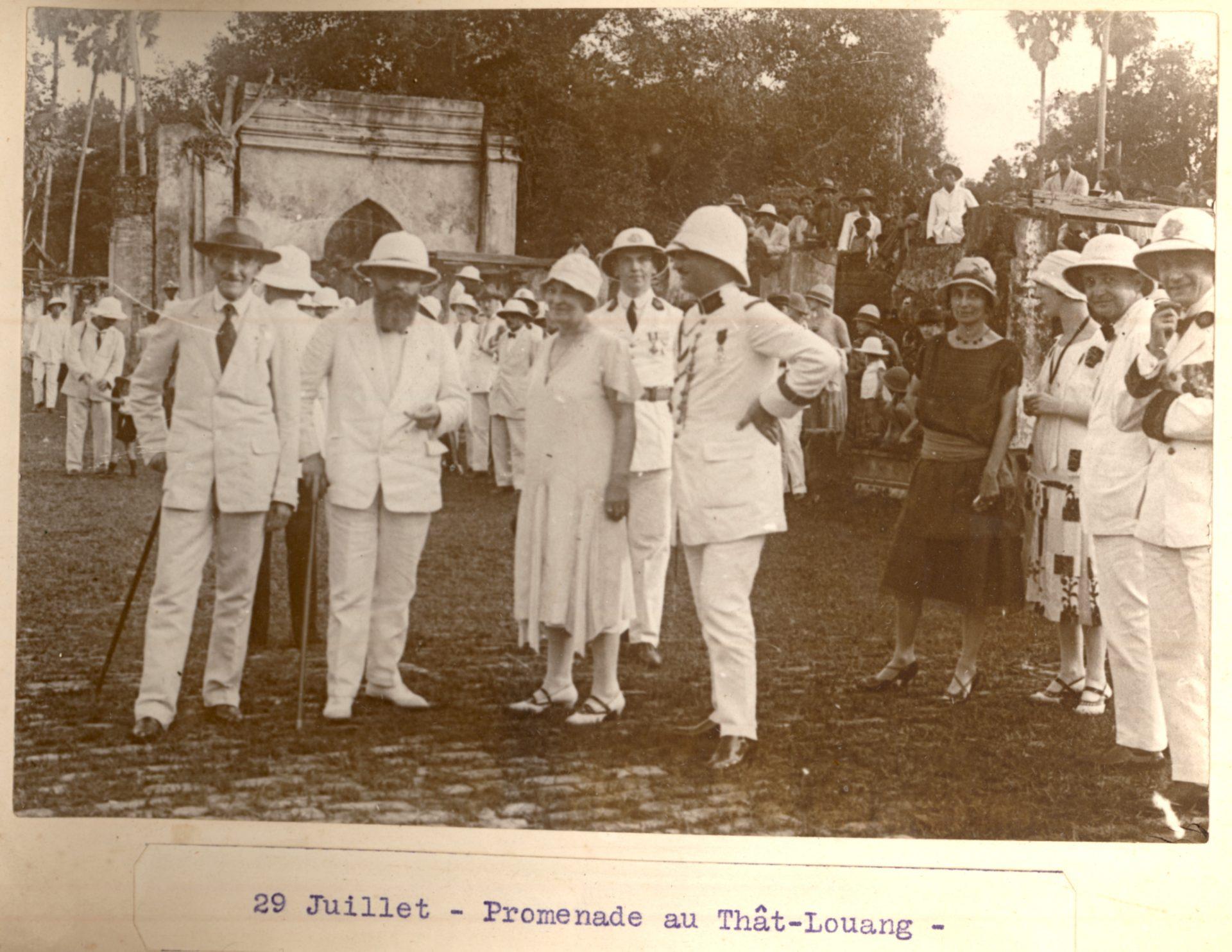 Album de voyage au Laos du Gouverneur Général Alexandre Varenne - 29 Juillet 1927, promenade au Thât-Louang