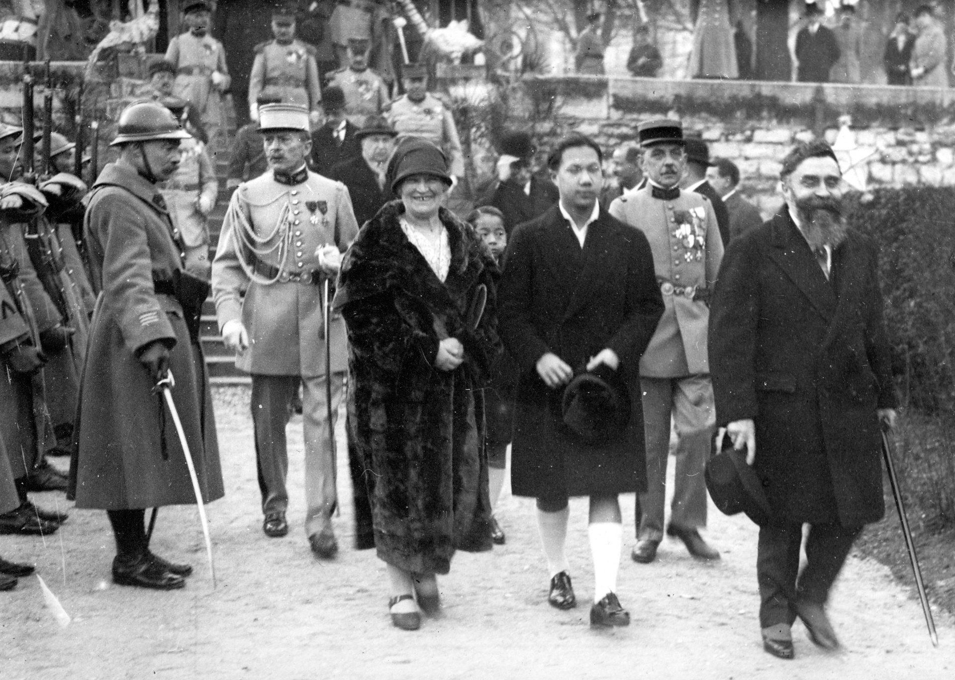 Au premier plan: Marie-Mélanie Foussadier, l'empereur Bảo Đại et Alexandre Varenne