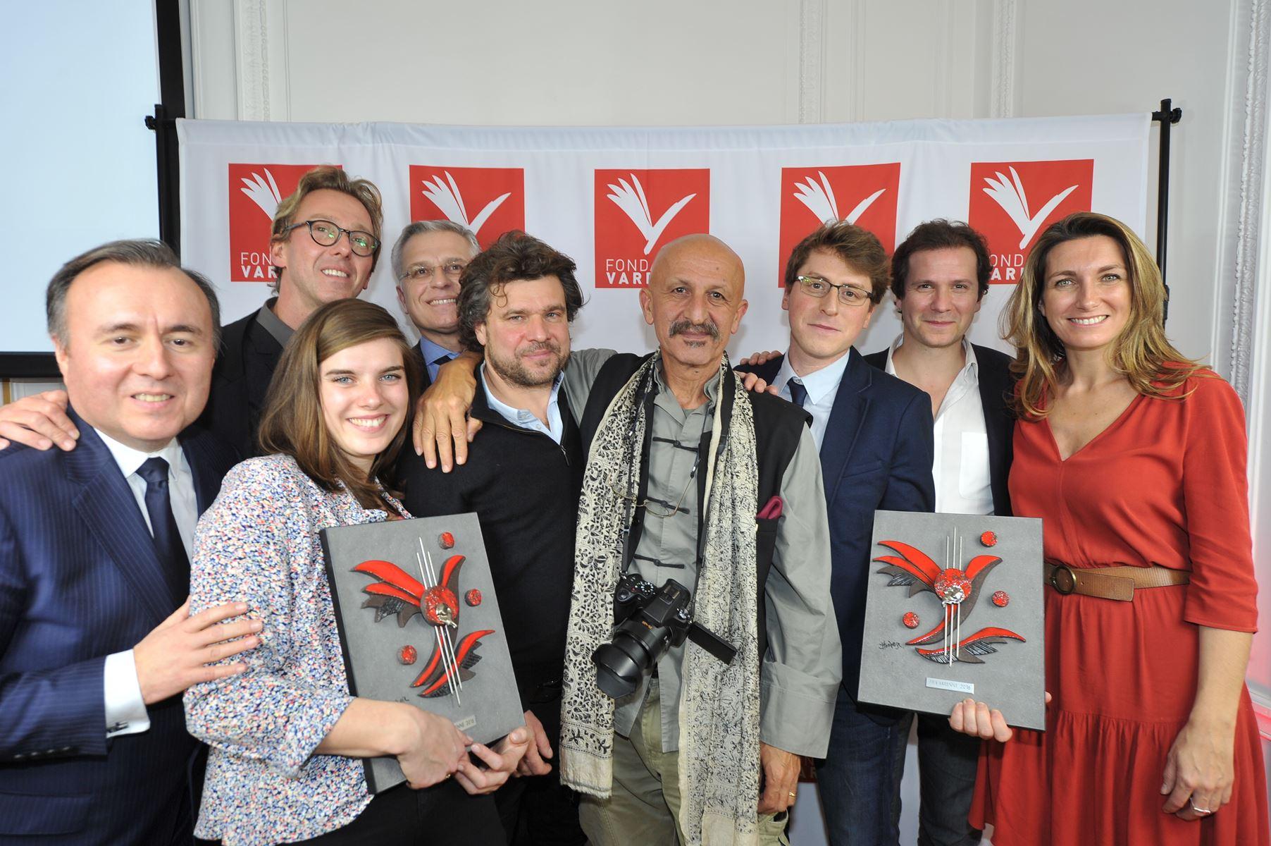 Marie Demarque et Nicolas Bellemont les lauréats JRI entourés d'Anne-Claire Coudray, Philippe Morand, Reza,etc