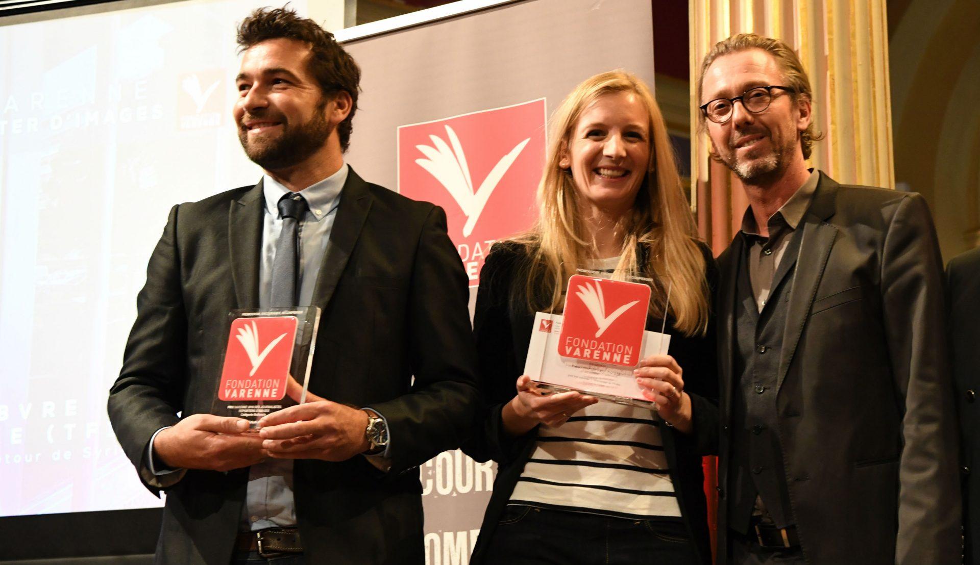 Michaël Merle et Esther Lefebvre (TF1) Grand prix Varenne JRI, entourés d'Antoine GUÉLAUD